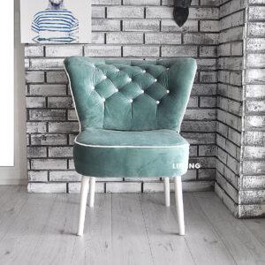 fotel w kolorze groszkowym