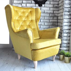 fotel uszak w złotej tkaninie