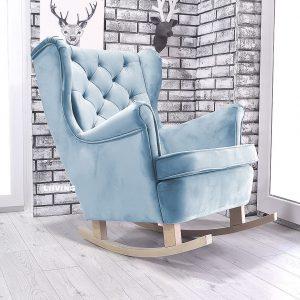 fotel w jasnym kolorze niebieskiego